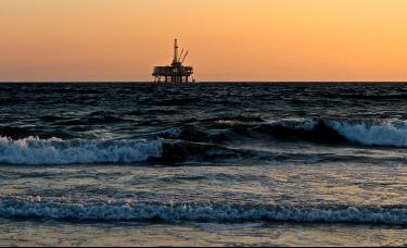 原油期货一夜暴跌9%,凭什么油跌得最惨?