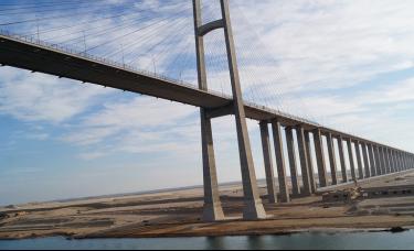 苏伊士运河巨轮脱浅尝试未果,逆袭6%后油价反弹将延续?