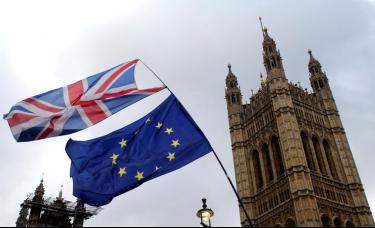 压力重重,特雷莎·梅急于赢得议会对脱欧协议的支持