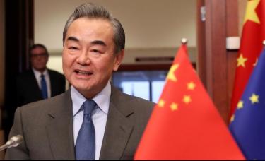 """外交部长王毅出访欧盟,称美国对华为的安全警告""""反常"""""""