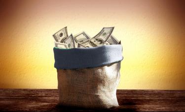 美国国债海外持有量5月创新高,分析师称美债经济模式不可持续