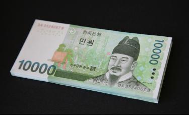 韩国央行三年来首次降息 投行下调经济增长预期