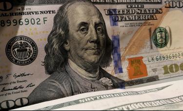 美元受挫黄金上扬,英镑回落近百点