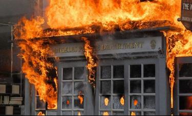 """骚乱蔓延至70余城!美国在""""燃烧"""" 金价高开美股期货下跌"""