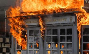 美国骚乱升级,已蔓延至70多座城市,白宫、特朗普大厦成冲击目标!