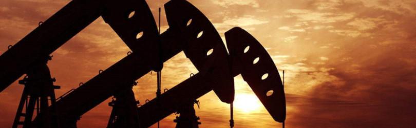 重挫近7%!原油远未见底?四年前恐慌杀跌一幕或重现
